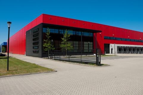 nowoczesny budynek z płyty warstwowej