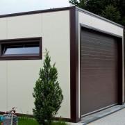 garaż z płyty warstwowej