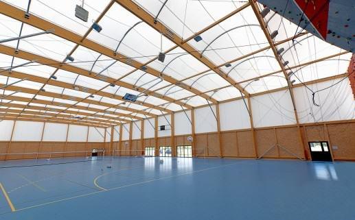 dach z płyty warstwowej na konstrukcji drewnianej koszt