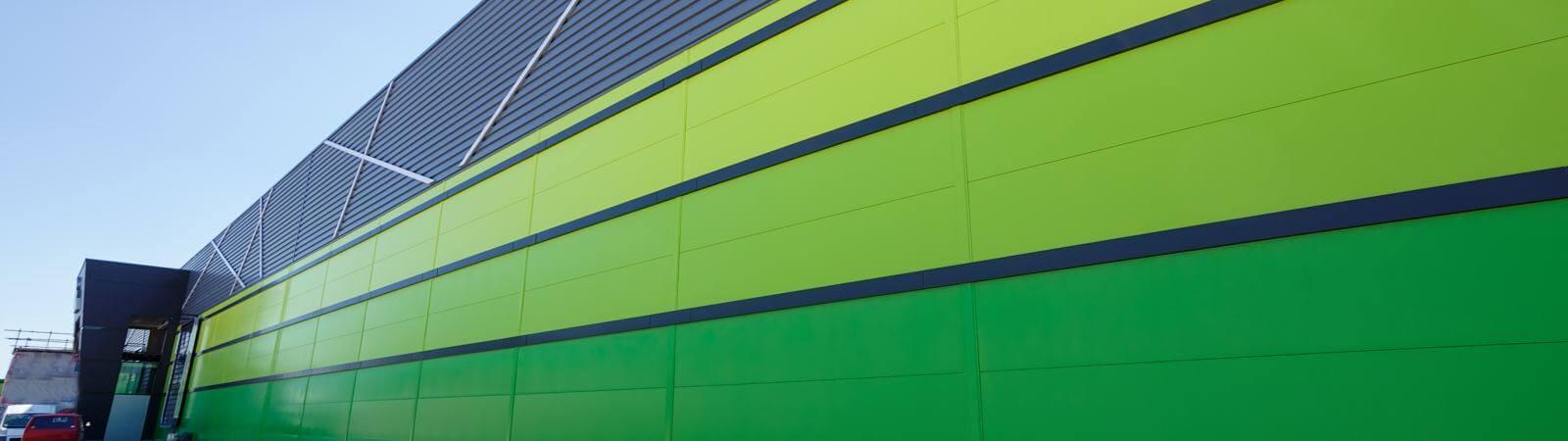 kolorowa fasada z płyt warstwowych