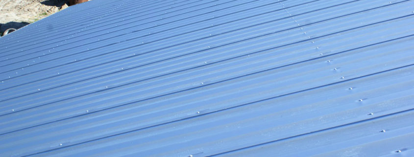 dach z płyty warstwowej koszt