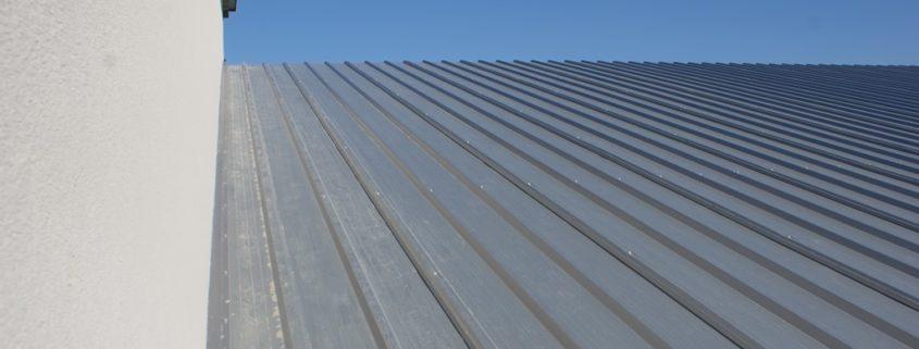 Spadek dachu na hali