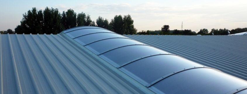 płyty warstwowe dachowe ze świetlikiem dachowym