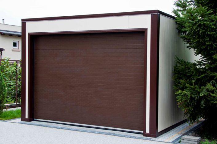 brama garażowa - garaż z płyt warstwowych